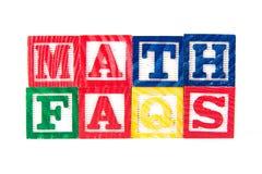 Wiskunde FAQS - de Blokken van de Alfabetbaby op wit - de Blokken van de Alfabetbaby Stock Foto's
