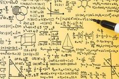 Wiskundeformule op gele achtergrond Stock Foto's