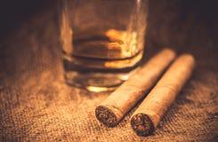 Wisky en sigaren Royalty-vrije Stock Foto's