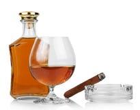 Wisky in glazen en sigaar stock afbeelding