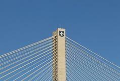 热舒夫,波兰- 9 9 2018年:横跨Wislok河的暂停的路桥梁 金属建筑技术结构 现代曲拱 免版税库存图片