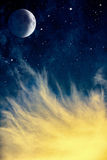 Wispy księżyc i chmury Obraz Royalty Free