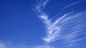 Wispy Wolken lizenzfreie stockfotos