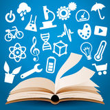 Wissen, das Buch-Hintergrund lernt Lizenzfreie Stockfotos