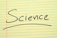 Wissenschaft auf einem gelben Kanzleibogenblock Lizenzfreies Stockfoto