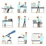 Wissenschaftler bei der Arbeit in einem Labor und einem Büro-Satz lächelnden Leuten, die in der akademischen Wissenschaft tut wis stock abbildung
