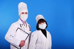 Wissenschaftler, die zusammenarbeiten. stockfotos
