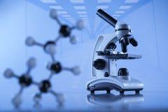 Wissenschaftliche Glaswaren für chemisches Experiment, Laborausstattung lizenzfreie stockfotografie
