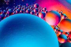 Wissenschaftliches Bild der Zellmembran Makro oben von fl?ssigen Substanzen Abstrakte Molek?latomstruktur Hintergrund, Bad, blau  lizenzfreie stockbilder