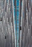 Wisząca Vertical grupa Srebna klingeryt drymba, niebieskie niebo w półdupkach i Zdjęcia Royalty Free
