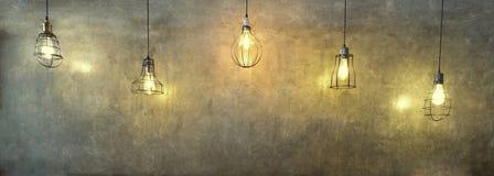 Wiszące nowożytne żółte lampy obraz royalty free
