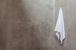 Wiszący Biały ręcznik Fotografia Stock