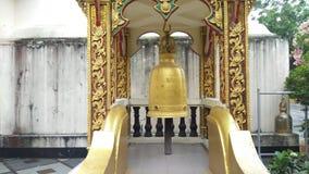 Wiszący dzwony w Wacie Phra Który Doi Suthep przy Chiang Mai, Tajlandia zdjęcie wideo