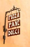 Wiszący podpisuje wewnątrz Włochy Obrazy Stock