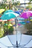 Wiszący kolorowi parasole Obrazy Royalty Free