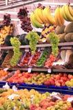 Wiszący winogrono supermarketa kram Zdjęcia Stock