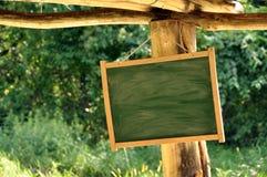 Wiszący plenerowy znak Zdjęcia Stock