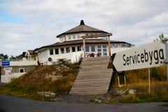 Wit barhuis dichtbij fjord Kragero, Portor Stock Afbeelding