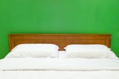 Wit bed Royalty-vrije Stock Afbeeldingen