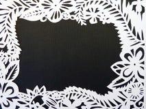 Wit bloemenkader. Document knipsel. Stock Afbeeldingen
