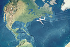 Wit Burgerlijk Vliegtuig over de Atlantische Oceaan Royalty-vrije Stock Afbeelding