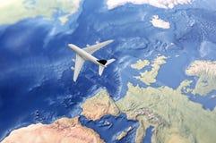 Wit Burgerlijk Vliegtuig over de Atlantische Oceaan Stock Afbeelding