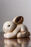 Wit ceramisch konijntje Stock Afbeelding