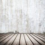 Wit concreet binnenland met houten vloer stock fotografie