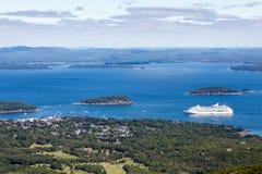 Wit Cruiseschip in Blauwe Baai in Maine Royalty-vrije Stock Fotografie