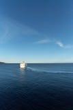 Wit cruiseschip in Middellandse Zee Stock Foto's