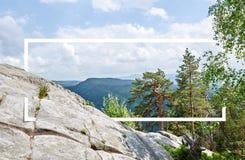 Wit die kader, in het landschap, voor uw inhoud wordt geïntegreerd Sprookjebos, Berglandschap stock foto's