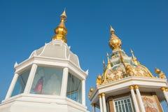 Wit en gouden van Boedha in Thailand Stock Afbeeldingen