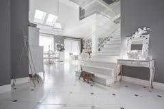 Wit en grijs duur binnenland stock fotografie