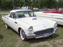 1957 Wit Ford Thunderbird Hardtop Convertible Stock Afbeeldingen