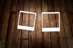 Wit frame op houten grungeachtergrond Stock Foto's