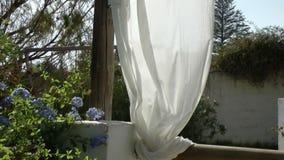 Wit Gordijn die in de Wind blazen stock video