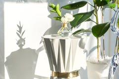Wit-gouden tribune met bloem Royalty-vrije Stock Foto