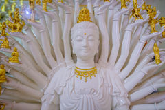 Wit Guan Yin-beeldhouwwerk duizend Hand Stock Fotografie