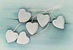 Wit hart op blauwe achtergrond Royalty-vrije Stock Fotografie