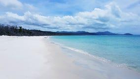 Wit hemelstrand het Pinkstereneiland in Australië royalty-vrije stock foto's