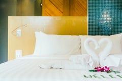 Wit hoofdkussen op bed Royalty-vrije Stock Foto's