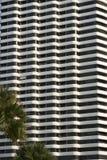 Wit hotel met meerdere verdiepingen Royalty-vrije Stock Foto's