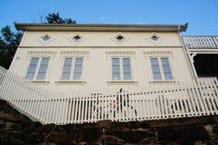 Wit houten traditioneel huis, Noorwegen Royalty-vrije Stock Foto's