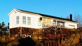 Wit houten vakantieplattelandshuisje Royalty-vrije Stock Fotografie