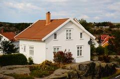 Wit huis dichtbij fjord Kragero, Portor Royalty-vrije Stock Afbeeldingen