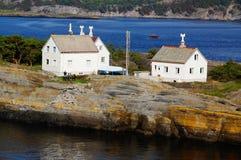 Wit huis op eiland, Langesund, Noorwegen Stock Foto's