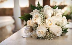 Wit huwelijksboeket in sepia tonen Stock Afbeelding