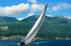 Wit jacht. royalty-vrije stock afbeelding