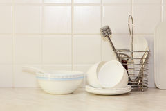 Wit keukengerei op keukenlijst Royalty-vrije Stock Afbeelding
