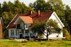 Wit landbouwbedrijfhuis, Noorwegen Royalty-vrije Stock Afbeelding